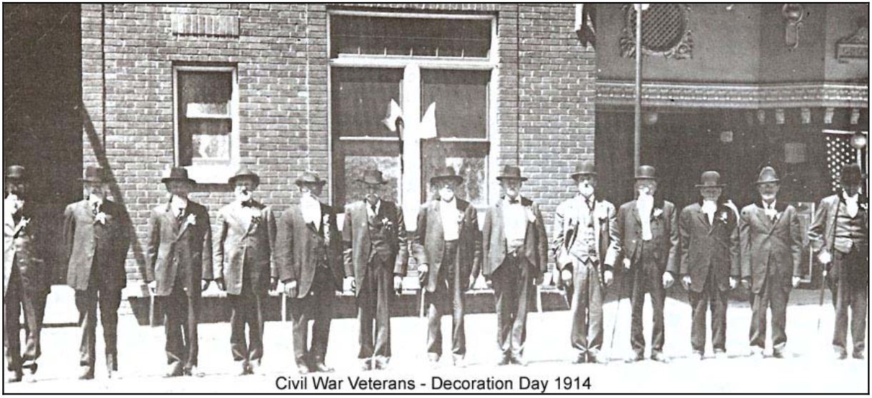 CIVIL WAR VETERANS IN 1914 DECORATION DAY PARADE
